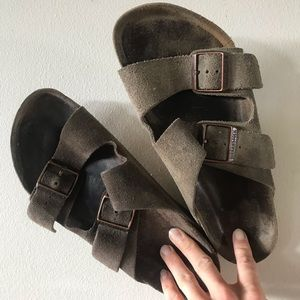 100% Leather Birkenstock's size 40